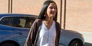 Victoria Federica falda estampado tie dye pulseras conchas