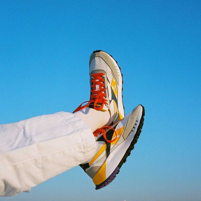 imagen de campaña de las zapatillas classic leather legacy de reebok