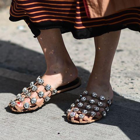 shoppingzapatos planos de primavera como mocasines, mules, palas, sandalias de hebillas, sandalias de tiras, sandalias de piscina y bailarinas