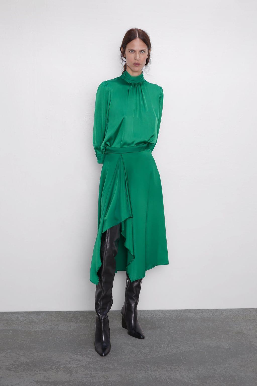 """Esta falda midi satinada de Zara será tu solución al """"¿Qué me pongo?"""" en tus próximos eventos"""