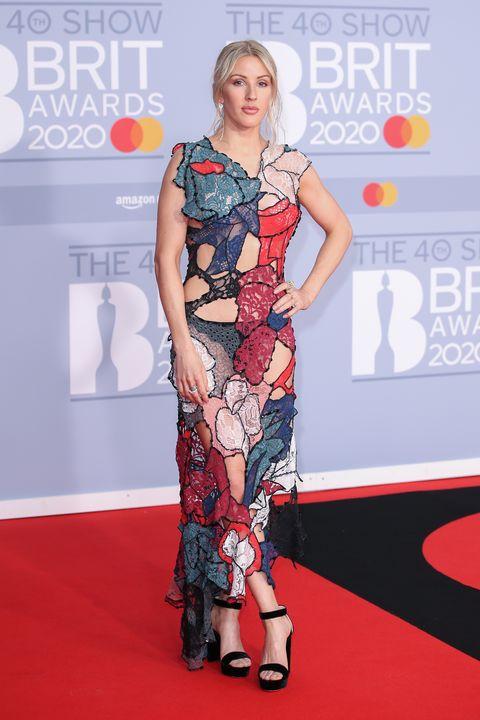 Ellie Goulding enla alfombra roja de los Brit Awards 2020.