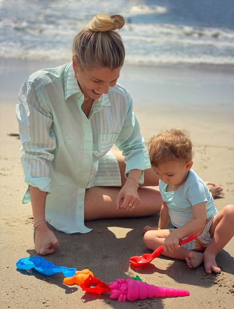 amanda kloots with her son elvis at the beach