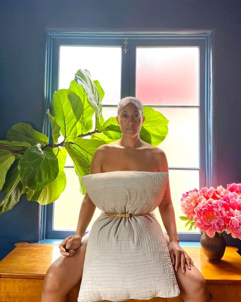 tracee ellis ross shows off her at home style in the pillow challenge