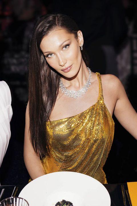 Hair, Eyebrow, Beauty, Yellow, Long hair, Lip, Brown hair, Black hair, Model, Nightclub,