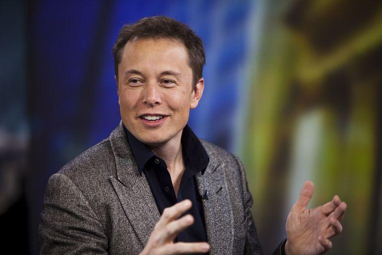 Elon Musk proietterà davvero la pubblicità nel cielo stellato, pare