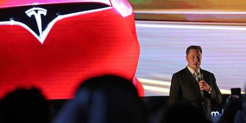 UAE-GULF-AUTOMOBILE-TESLA-TECHNOLOGY-TRANSPORT
