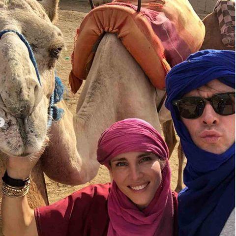 Elsa Pataky y Chris Hemswort ataviados como dos tuareg