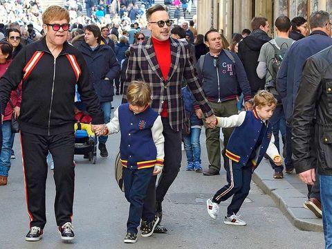 Elton John, David Furnish y Elija y Zachary John Furnis