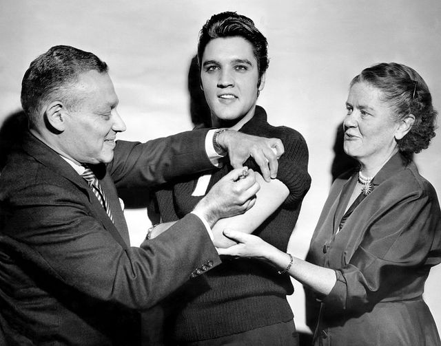 elvis presley receiving a polio vaccination from dr leona b