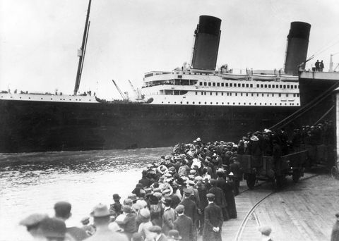 Ocean liner, Boat, Passenger ship, Crowd, Naval architecture, Ship, Steamboat, Watercraft, Royal mail ship, Troopship,