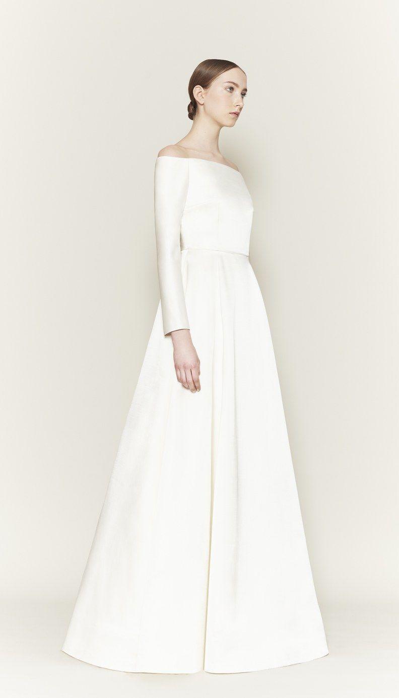 Designer Emilia Wickstead Accuses Meghan Markle S Wedding