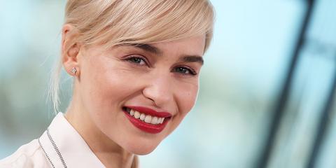 emilia clarke says her game of thrones blonde dye job damaged her hair