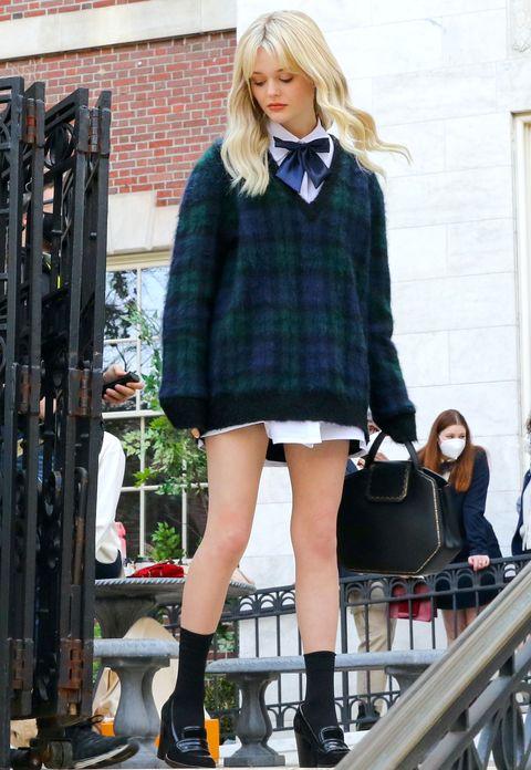 Emily Alyn Lind sur le tournage de Gossip Girl