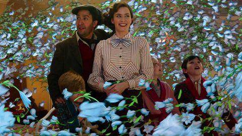 Emily Blunt è un'incredibile Mary Poppins ottimista e ironica nel nuovo film che segna il ritorno