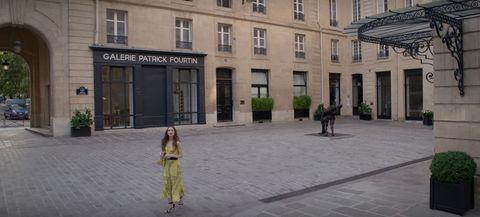 savoir offices in emily in paris