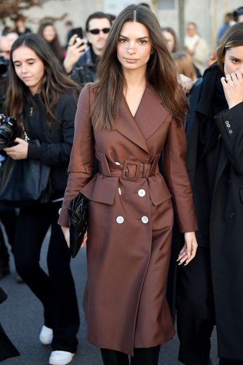 Trench coat, Clothing, Coat, Street fashion, Fashion, Overcoat, Outerwear, Fashion model, Fashion show, Human,