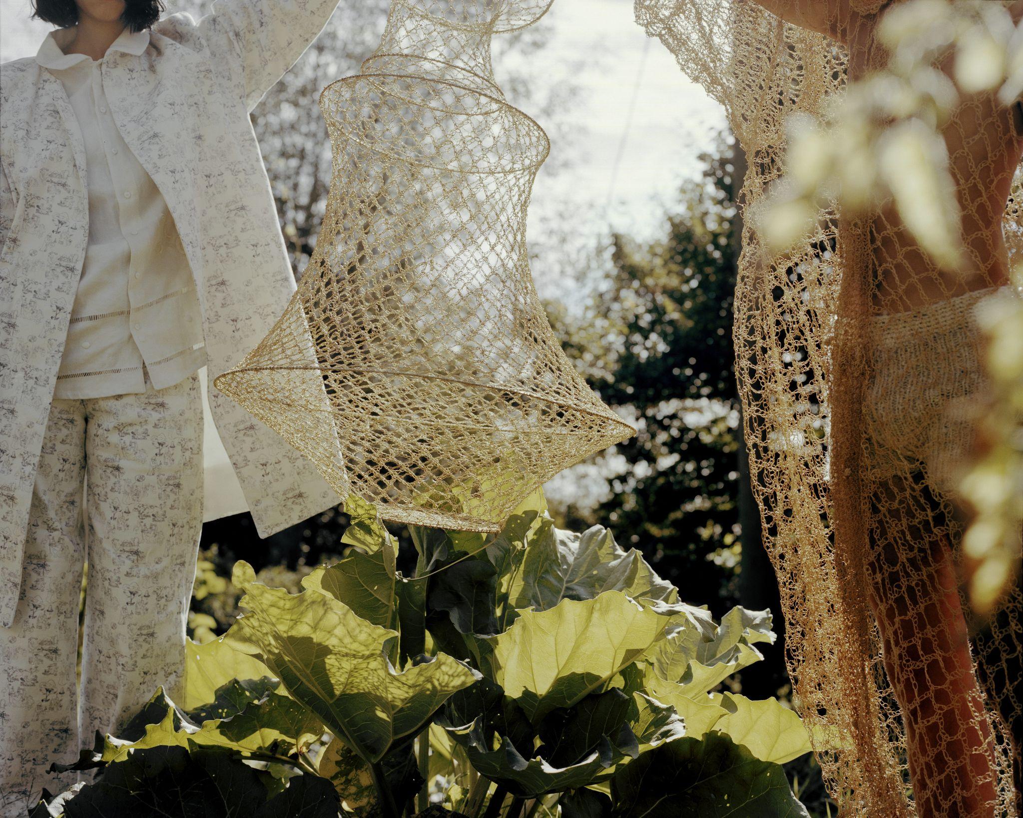 Emma Bruschi: la stilista che se ne frega dell'industrializzazione, vuole umanizzare gli abiti (e noi la supportiamo)