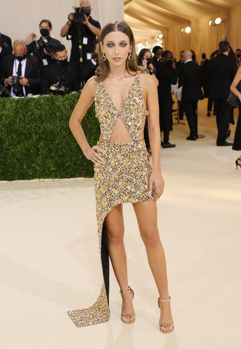 the 2021 met gala celebrating in america a lexicon of fashion arrivals emma chamberlin louis vuitton