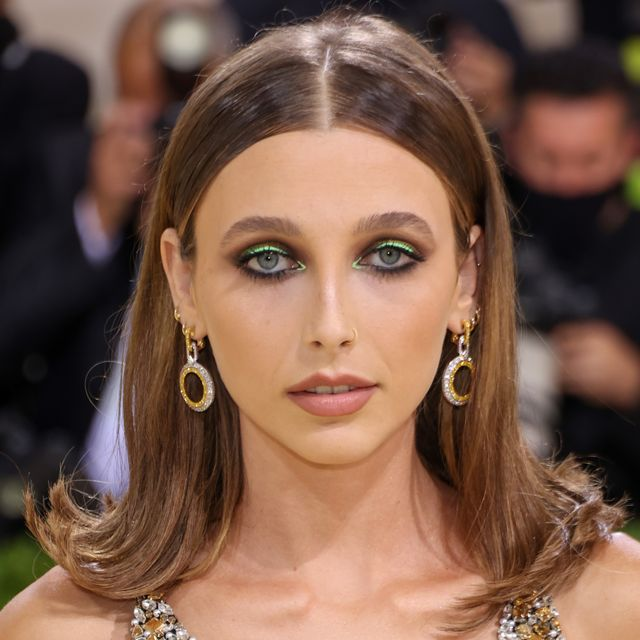 emma chamberlain makeup met gala