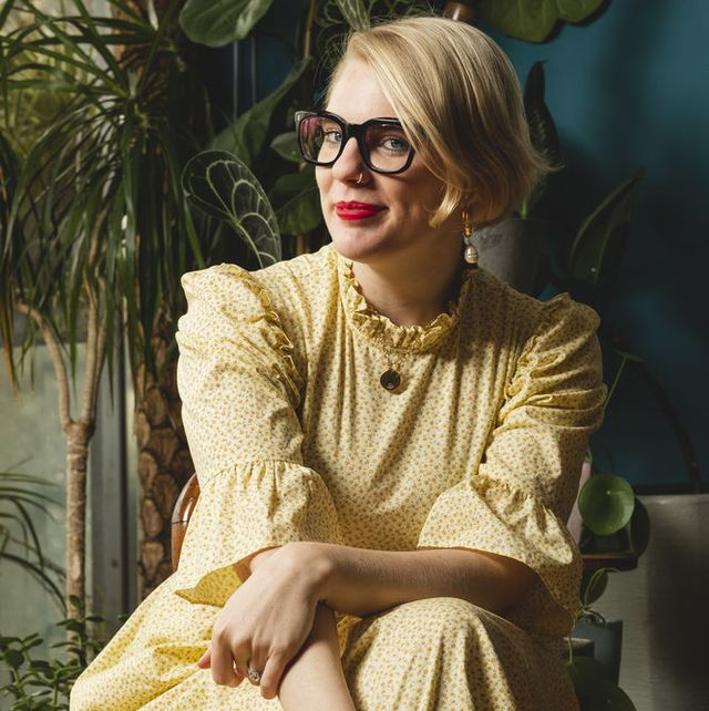 Eyewear, Vision care, Sitting, Jewellery, Fashion accessory, Necklace, Blond, Makeover, Vintage clothing, Houseplant,