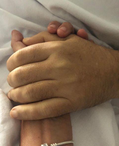 Finger, Nail, Hand, Skin, Joint, Thumb, Gesture, Wrist, Flesh,