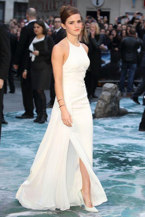 """noah""   uk premiere   red carpet arrivals、エマ・ワトソン、シンプルドレス、ホワイトドレス"