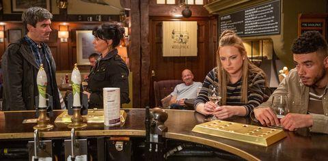 Nate Robinson advises Amy Wyatt in Emmerdale