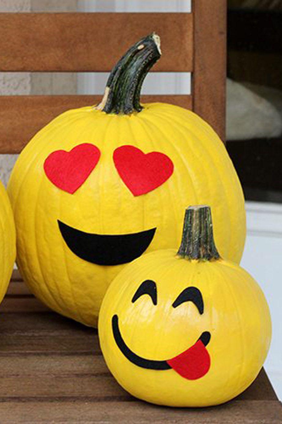 emoji pumpkin carving family