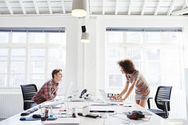 海外で人気の掲示板サイト<reddit>から、上司と恋愛関係に発展した体験談をご紹介♡憧れの上司に恋心を抱いてしまった…という経験がある人は多いはず。職場恋愛はタブーと考えられているからこそ、逆に強く惹かれ合ってしまうのかも。