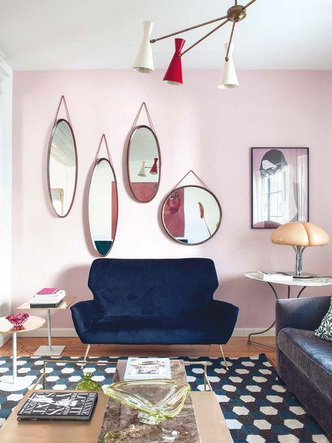Salón decorado con muebles, lámparas y complementos de Rue Vintage 74.