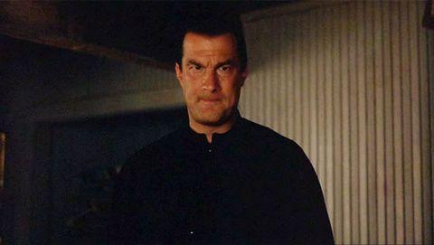 En tierra peligrosa 2 (1997) Steven Seagal