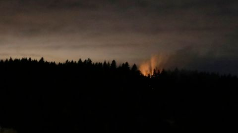 Sky, Nature, Atmospheric phenomenon, Cloud, Natural environment, Tree, Darkness, Atmosphere, Night, Morning,