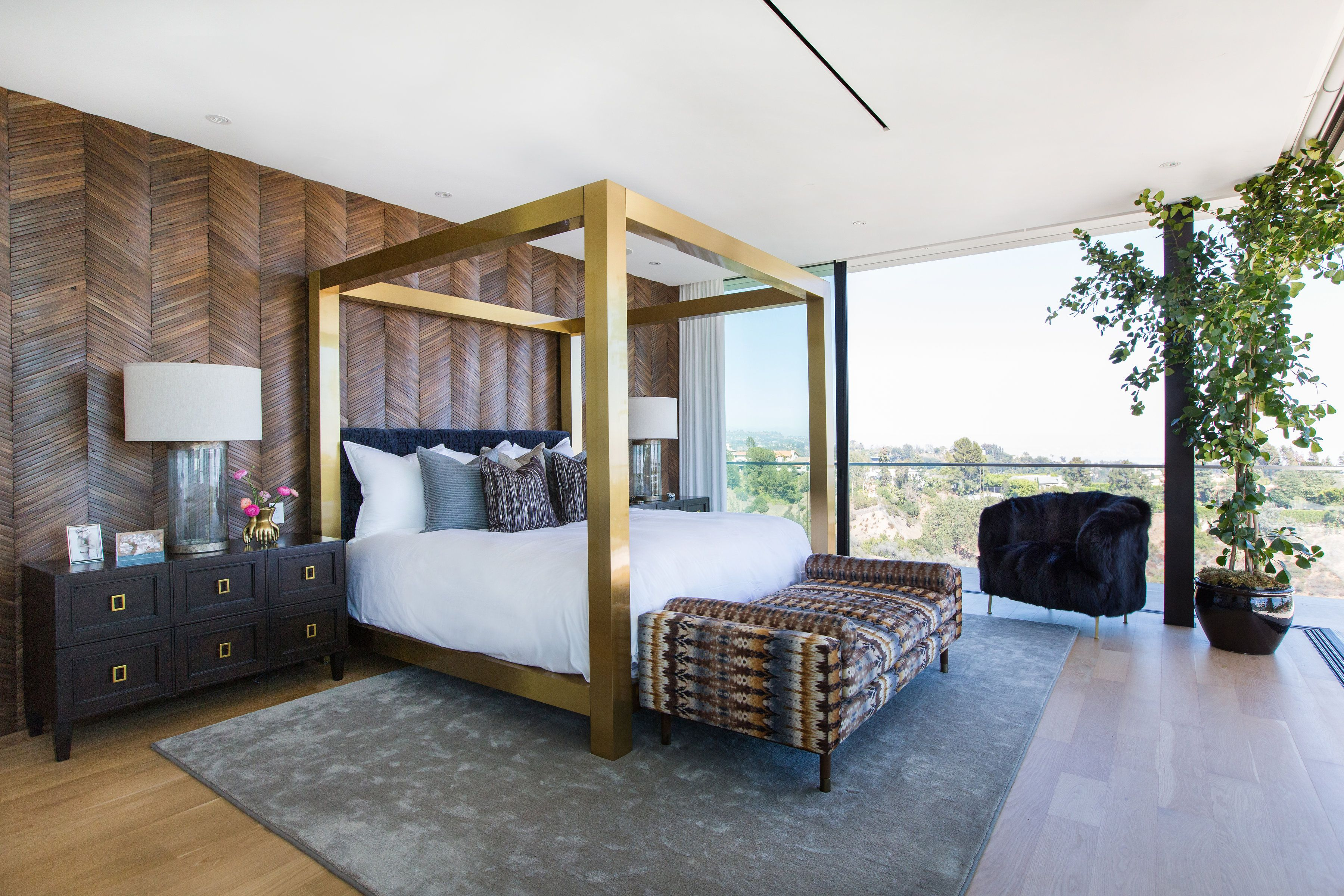 11 End Of Bed Design Ideas From Interior Designers - End Of Bed Bench