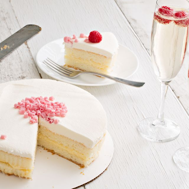champagne cake and drinks