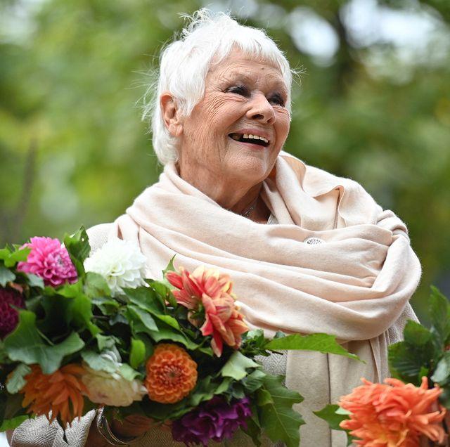 judi dench queens garden chelsea flower show