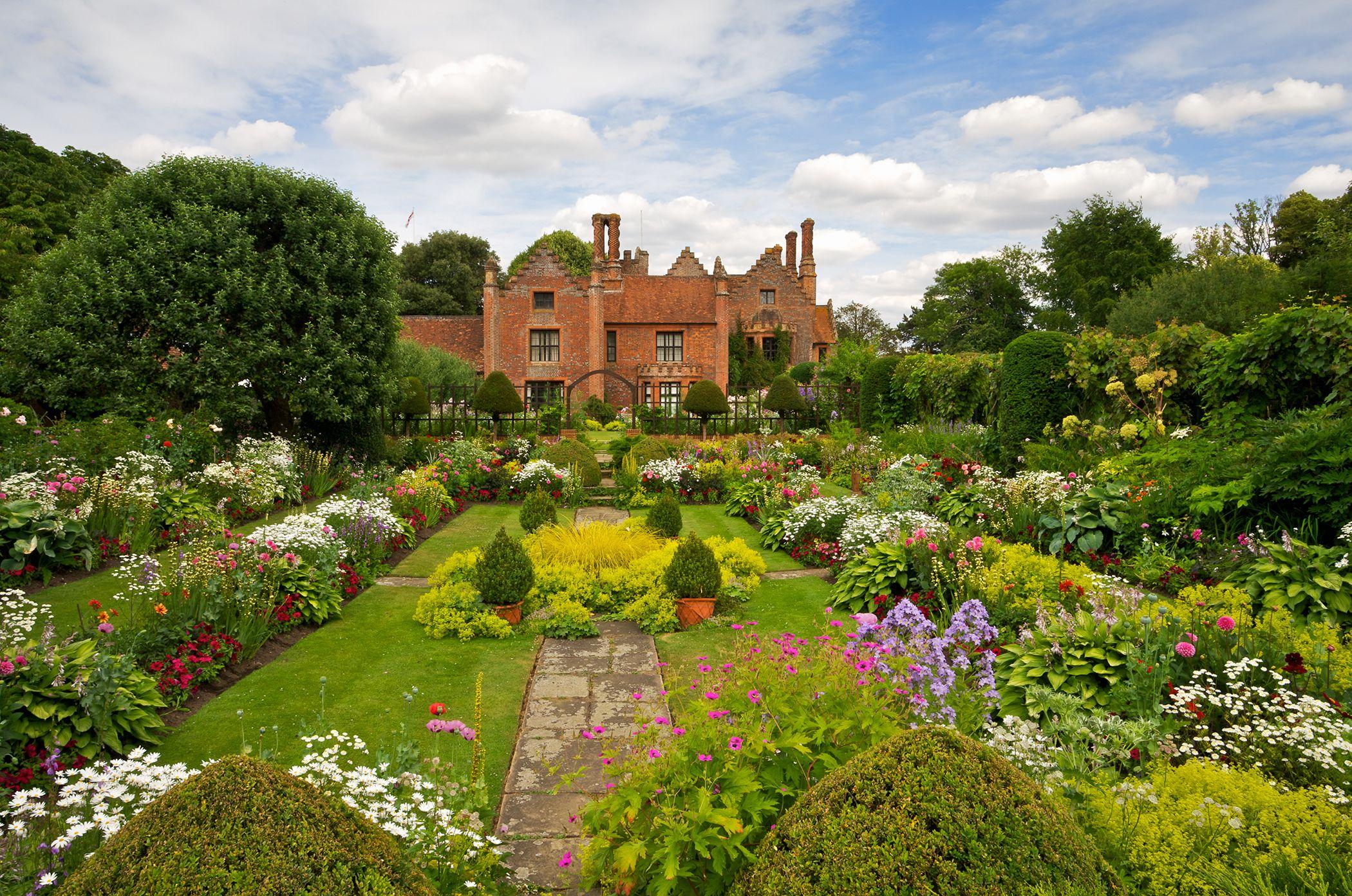english garden design ideas & 10 English Garden Design Ideas - How to Make an English Garden Landscape