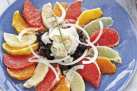 ensalada de cítricos y migas de bacalao
