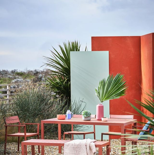 matthew hilton outdoor furniture for case