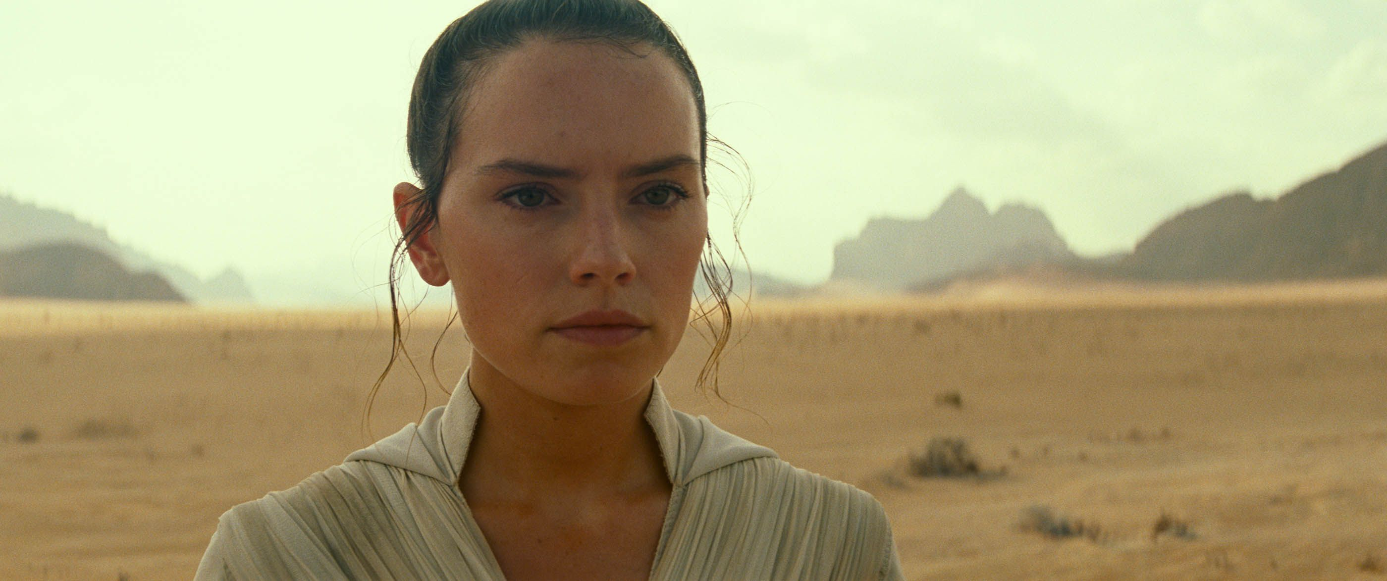 Rey Yellow Lightsaber Meaning Here S What Rey S New Lightsaber In The Rise Of Skywalker Means For Star Wars