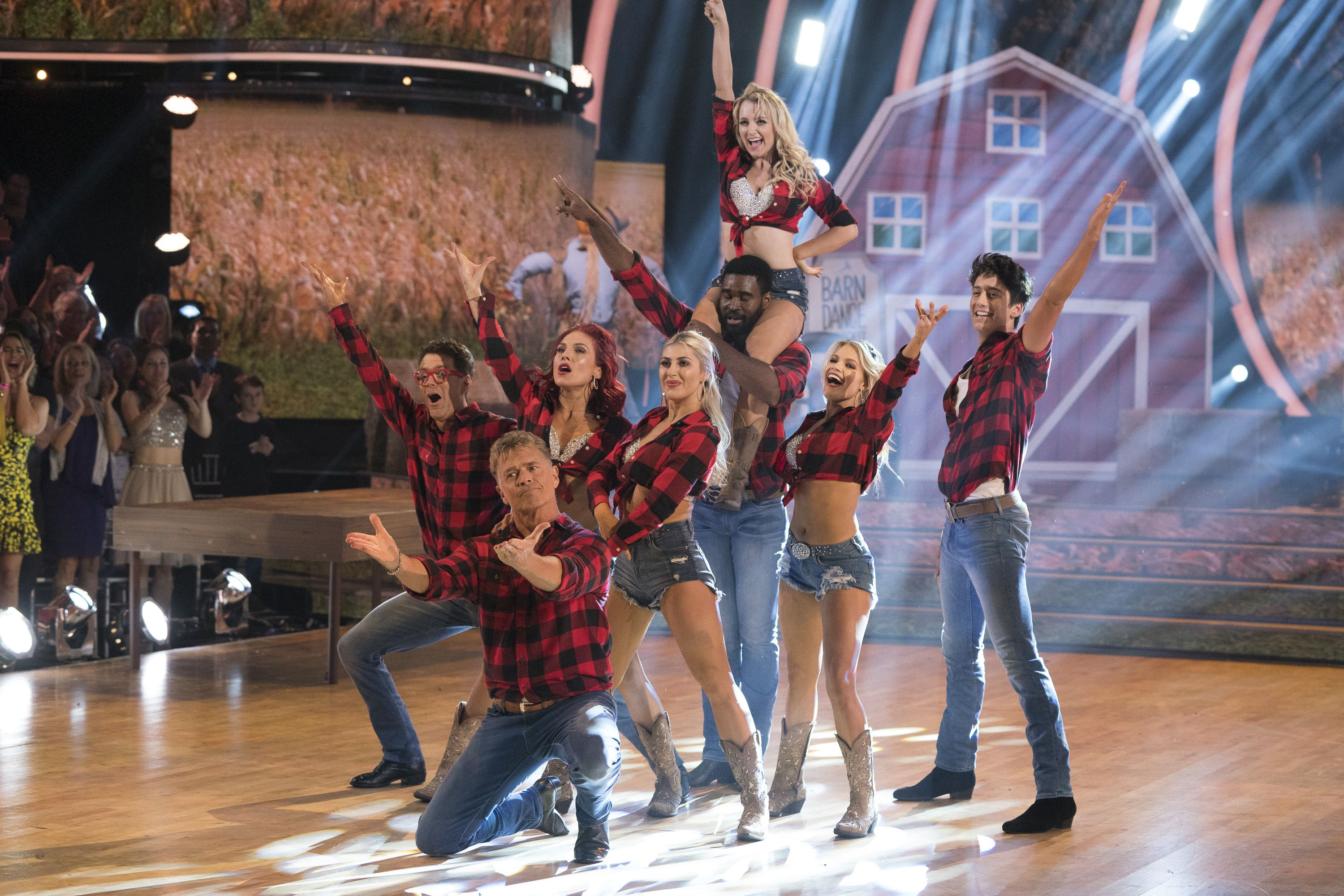 What couple is dating on dancing with the stars 2020