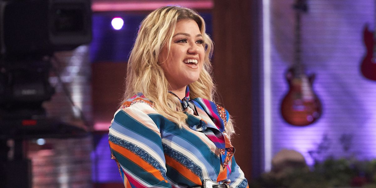 """Kelly Clarkson Reflects on Feeling More Pressure to Lose Weight When She Was """"Really Thin"""""""