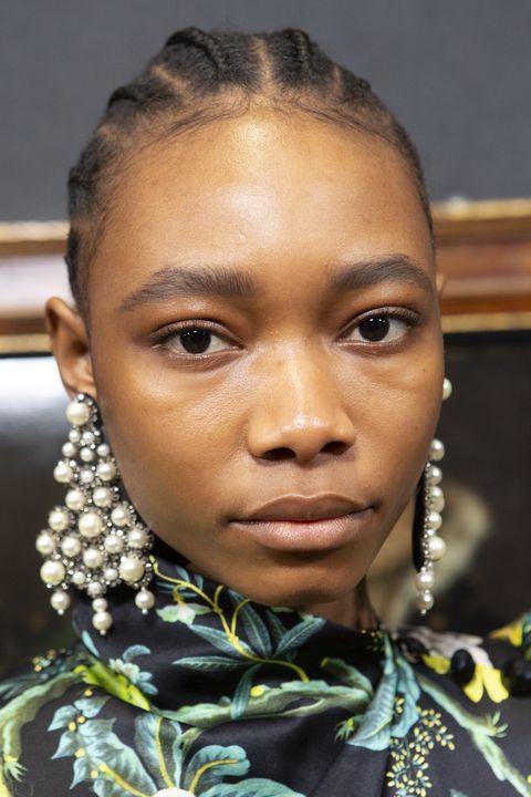 Hair, Face, Forehead, Hairstyle, Eyebrow, Lip, Cheek, Fashion, Tribe,