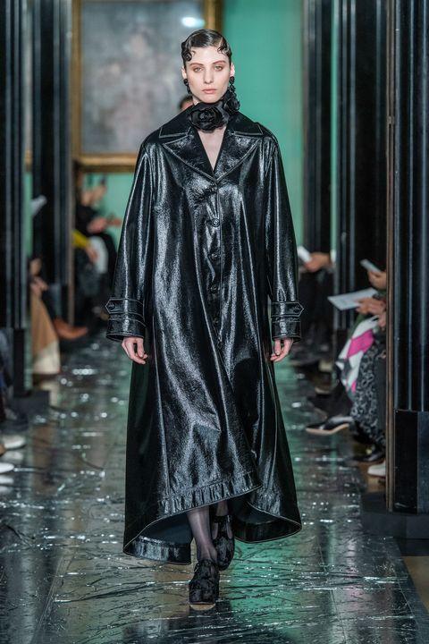 Fashion, Clothing, Runway, Outerwear, Haute couture, Fashion model, Fashion show, Cloak, Robe, Winter,