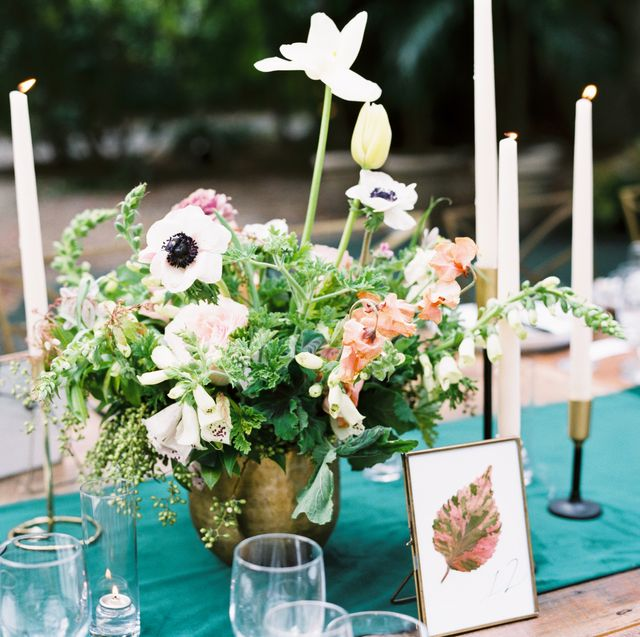 Centrepiece, Flower, Green, Floristry, Flower Arranging, Floral design, Table, Plant, Yellow, Turquoise,