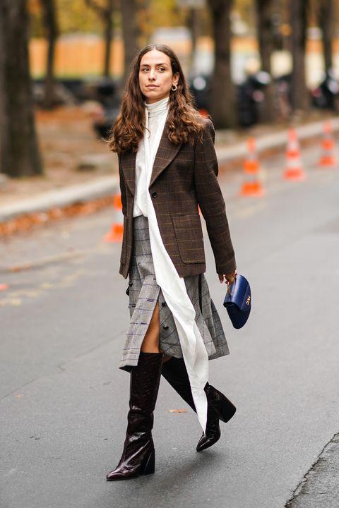 Street Style : Paris Fashion Week - Womenswear Spring Summer 2020 : Day Four