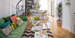 La casa de @chloeandyou: Salón con escalera de caracol