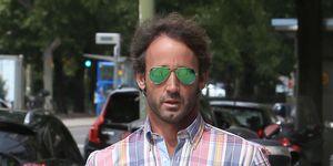 Álvaro Muñoz Escassi con gafas verdes