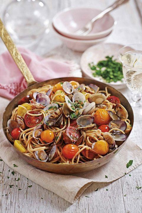 espaguetis con almejas y tomates cherry