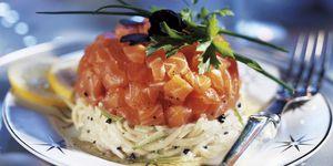 Menú Nochebuena: Espaguetis de calabacín con salmón marinado
