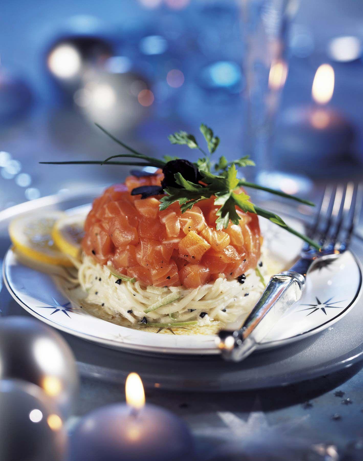 Espaguetis de calabacín con salmón marinado